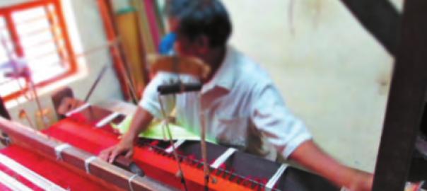 Von über 100.000 Webstühlen, die vor einem Jahrzehnt noch jeden Tag vor sich hinspannen, sind in Varanasi nur noch 40.000 übrig