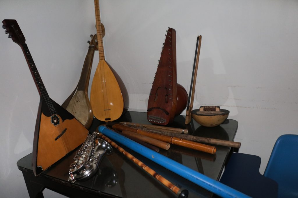 Musical instruments from diverse cultures exhibited at Alliance Francaise du Bengale