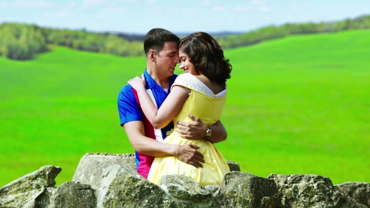 A scene from the film featuring Akshay Kumar and Ileana D'Cruz