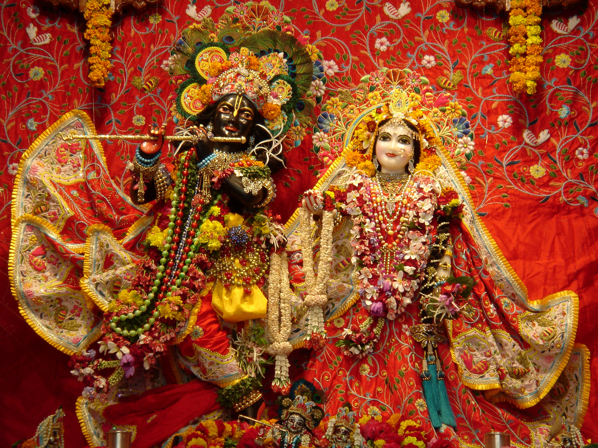 A sculpture of Krishna and Radha inside a temple in Vrindavan