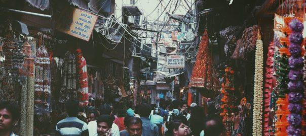 Heure de pointe sur le marché « Nayi Sadak » (New Road, Chandni Chowk)