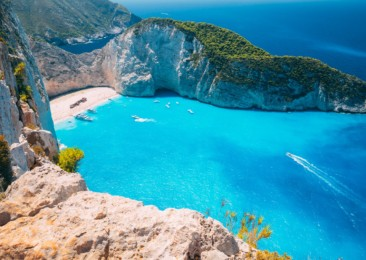 Three steps to complete a holiday experience in Greece