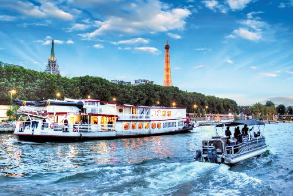 Dinner Cruise on a Péniche boat on the Seine river