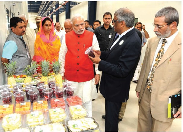 Prime Minister Narendra Modi along with Minister of Food Processing Industries Harsimrat Kaur Badal at the newly launched Food Park in Tumkur, Karnataka