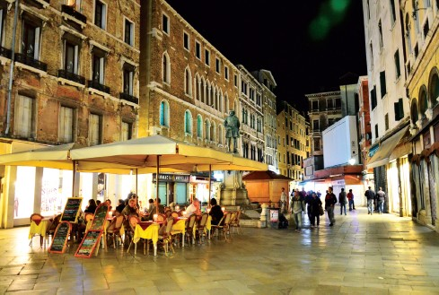 Nightlife with open air restaurants serving Italian cuisine open till midnight