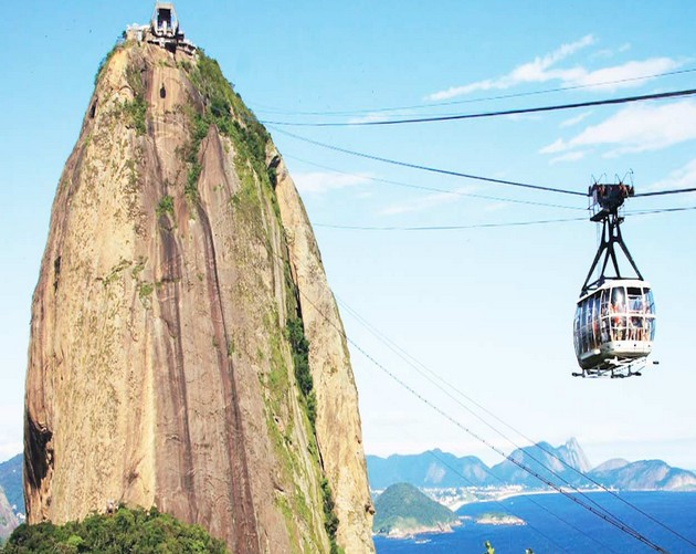 Enjoy cable car at Sugarloaf mountain