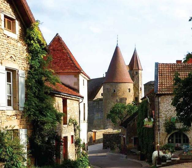 Châteauneuf-en-Auxois in Burgundy - A medieval village