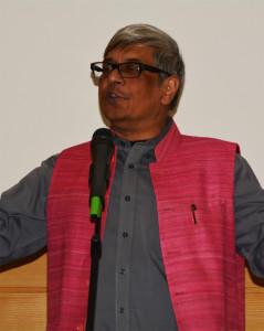 Bibek Debroy explique l'importance du sankrit et sa riche histoire devant un parterre attentif à l'Unesco