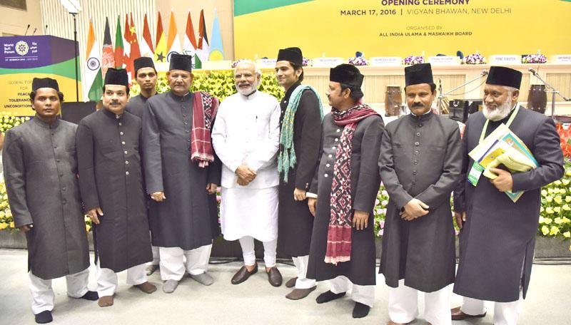 El primer ministro con miembros del Foro