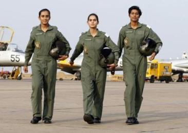 Baptême de l'air pour les premières Indiennes pilotes de chasse