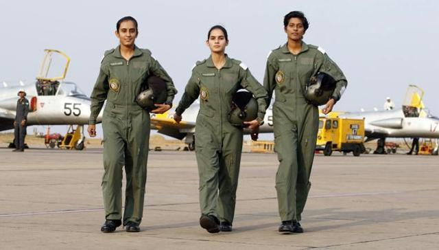 Bhawana Kanth, Avani Chatuvedi et Mohana Singh, sont les premières femmes pilotes de chasse de l'Armée de l'air indienne