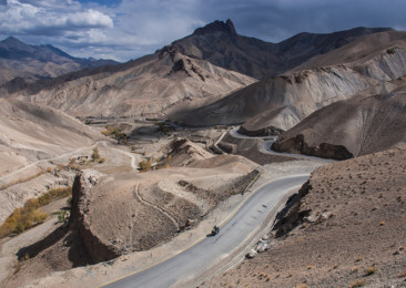 Travel by bus from Delhi to Leh