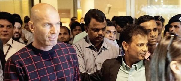 Zinedine Zidane à l'aéroport de Mumbai/ Express photo de  Aman Deshmukh, Mumbai.