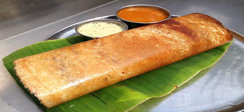 Un dosa (crêpe fourrée), spécialité de l'Inde du Sud.
