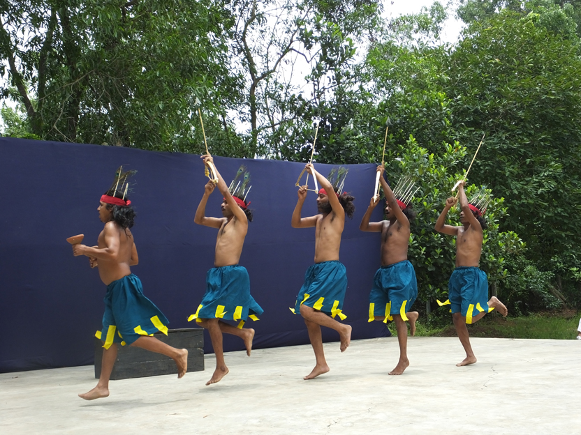 The tribal actors of this theatre village come from the Santhal group found in the eastern states of India such as West Bengal and Jharkhand