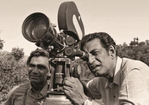 Soumitra Chatterjee, premier acteur indien Commandeur des Arts et des Lettres français, en 1999