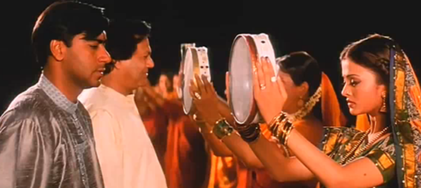 """A screen grab from the move """"Hum Dil De Chuke Sanam"""" where Karva Chauth is being celebrated."""