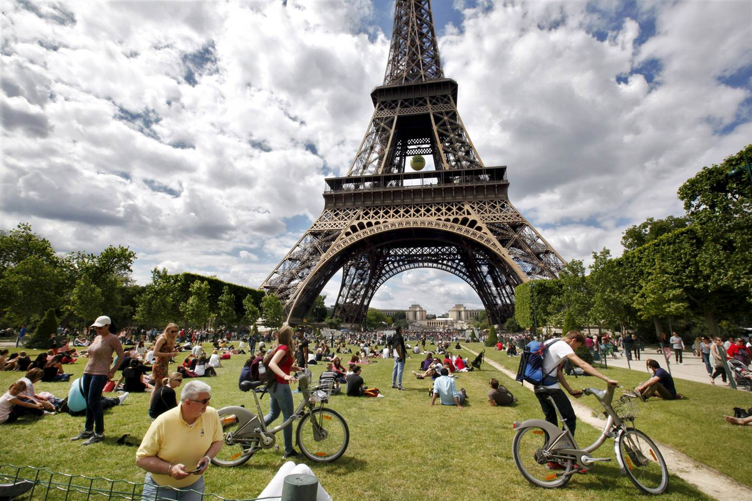 tourism in paris Antarctic tourism has grown rapidly in the past 15 years visitors can now  parachute, ski, ride a motorbike or fly a helicopter across the continent.