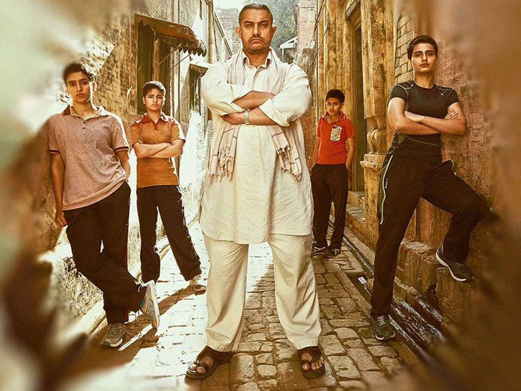 Aamir Khan along with his on screen daughters