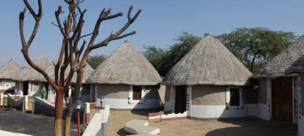 Des Bhungas recréées dans un hôtel pour touristes