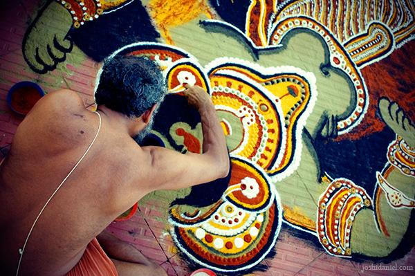 ayyappan-theeyattu-kalamezhuthu