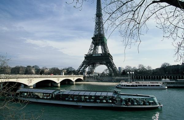 Gliding under one bridge to another with a view of the finest monuments, the Bateaux Parisiens Cruise boats take you on an hour's relaxation in the heart of Paris