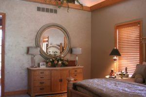 Les miroirs dans les chambres sont généralement à proscrire