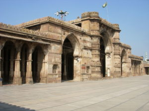 The Jami Mosque in Ahmedabad is a fine example of the city's architecture. Picture By Swadhin04289 (Own work) [CC BY-SA 3.0 (http://creativecommons.org/licenses/by-sa/3.0)], via Wikimedia Commons