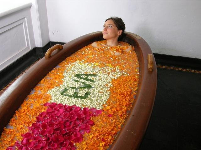 Customised purifying bath at Kalari Kovailakom