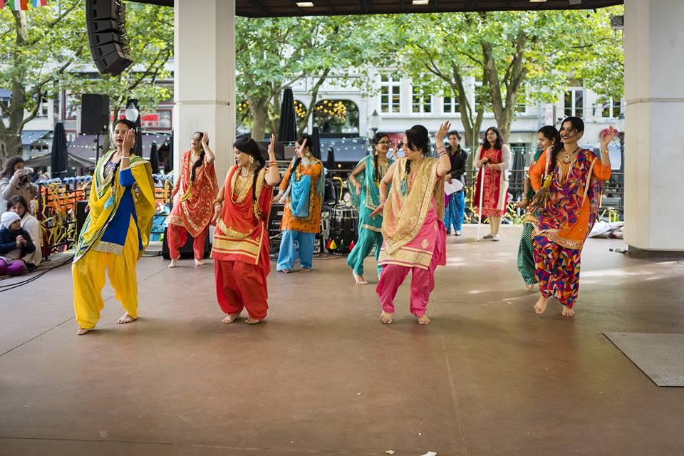 Group of ladies performing on the occasion of India Day Picture Courtesy: Christophe Delas