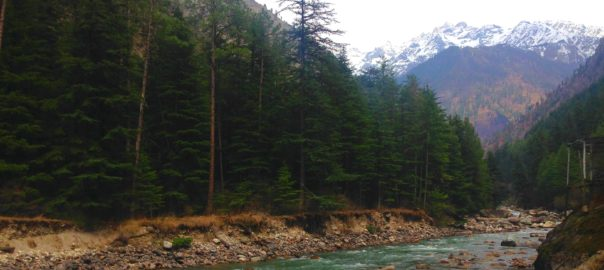 Walking by Kasol, one can spot the river Parvati and the mountains meeting