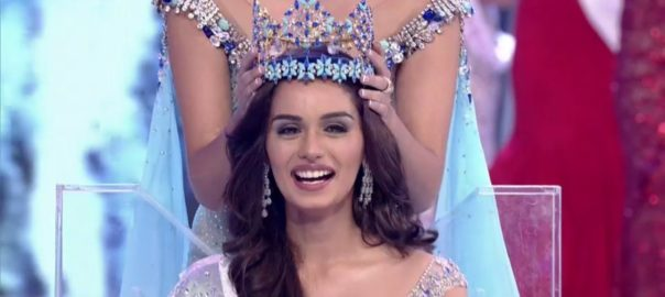 Manushi Chhillar being crowned Miss World 2017