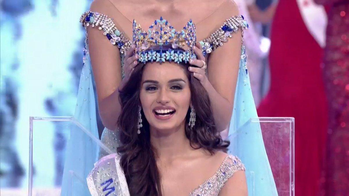 Manushi Chhillar being crowned Miss World 2017