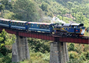 Experience the joy of mountain trains in India