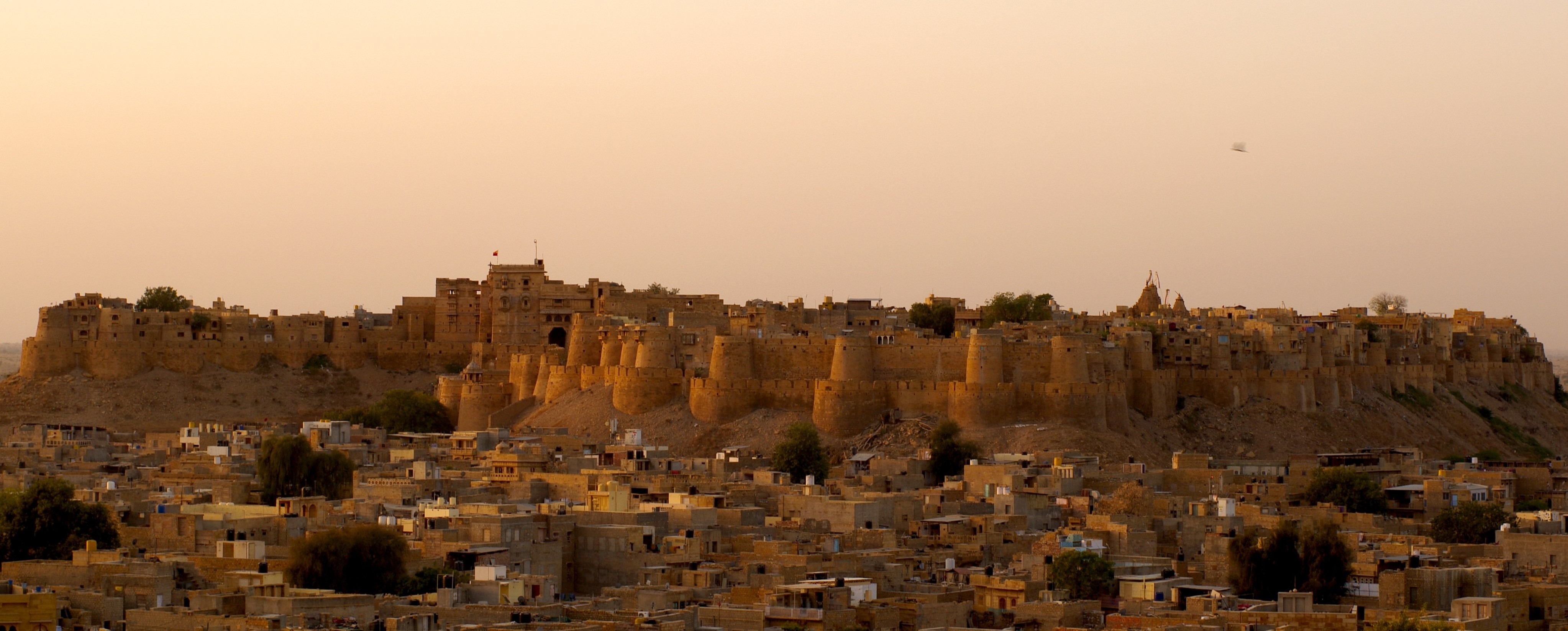 jaisalmer_fort_sonar_qila_or_golden_fort_viewed_from_the_north_at_sunrise