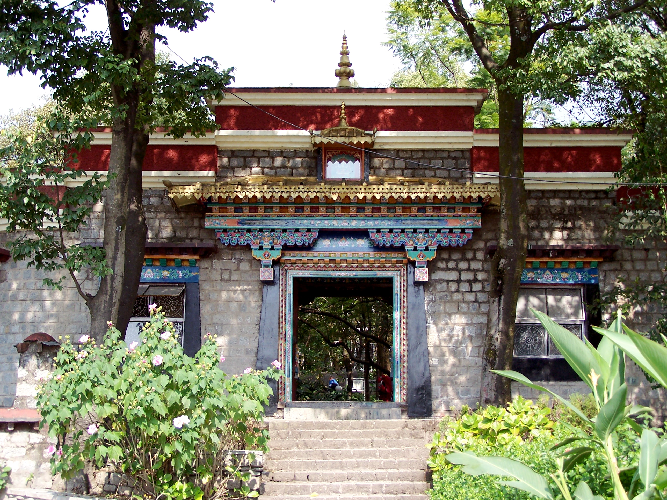 main_entrance_norbulingka_institute_dharamsala
