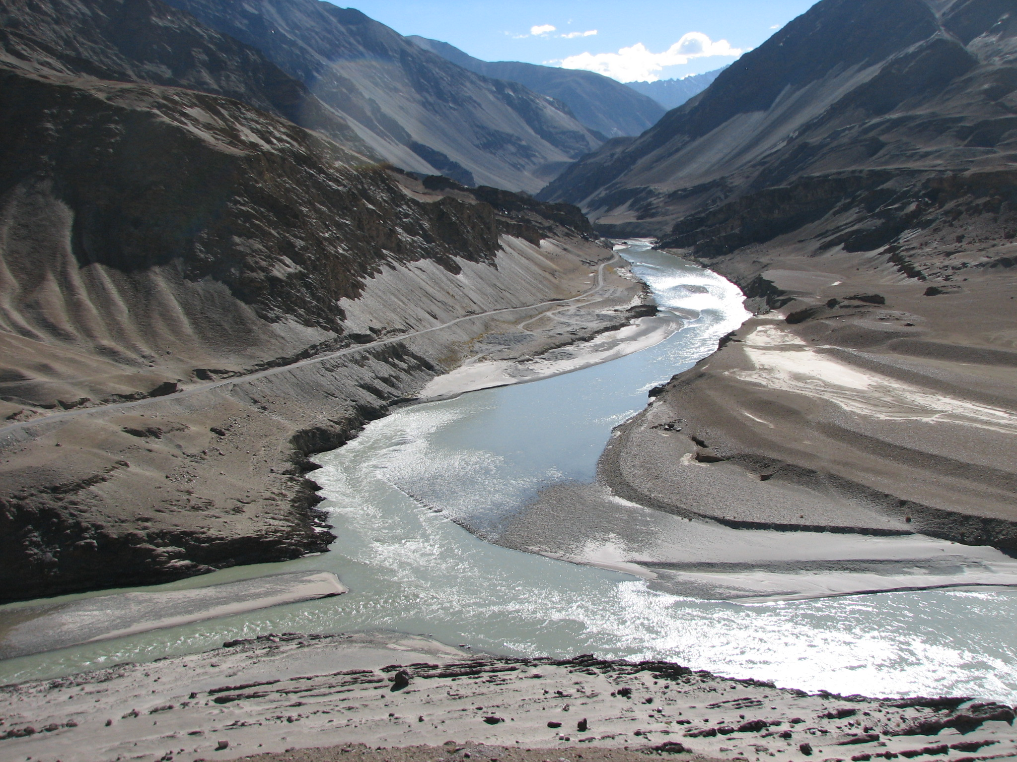 incredible_india_high_in_the_dry_desert_of_the_trans_himalaya_water_the_little_indus_river_left_flows_into_the_zanskar_river_-_panoramio