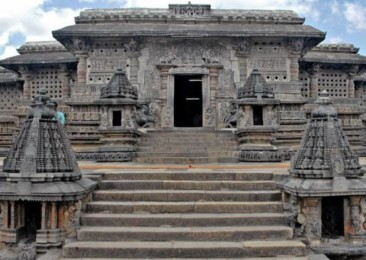 The temples of Belur and Halebidu