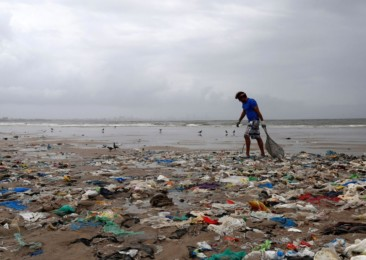 Maharashtra government bans plastic