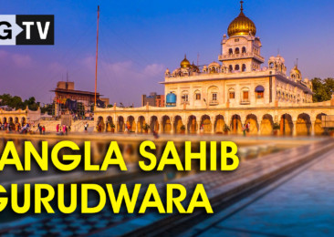Seeking blessings at Bangla Sahib Gurudwara