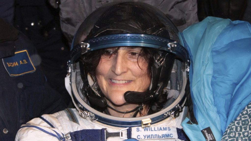 The International Space Station (ISS) crew member U.S. astronaut Sunita Williams smiles after landing near the town of Arkalyk, in northern Kazakhstan November 19, 2012. REUTERS/Maxim Shipenkov/Pool (KAZAKHSTAN - Tags: SCIENCE TECHNOLOGY) - GM1E8BJ0WHA01