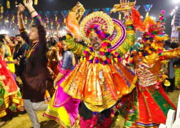 Let's dance Garba on Navratri in Gujarat