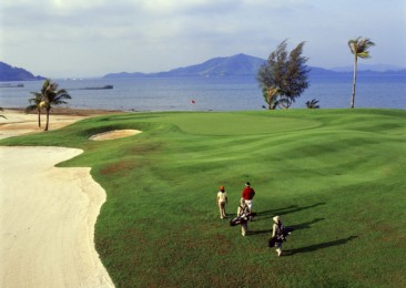 Experience golfing in Thailand