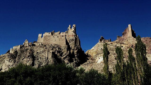 chiktan-fort-kargil-jammu-kashmir-leh-ladakh-the-backpackers-group