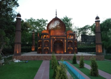You can now see the world's seven wonders in Delhi