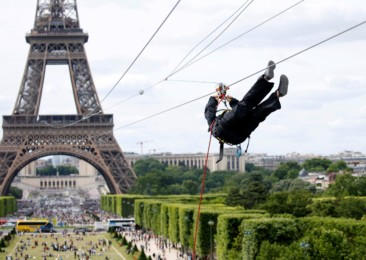 Five-day-long gliding event commences at the Eiffel Tower