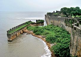 Vue sur la côte de Daman et Diu et son architecture portugaise