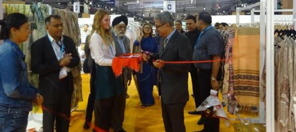 Inauguration par le secrétaire au textile, Raghvendra Singh, du pavillon indien lors de l'édition 2018 du salon Who's Next