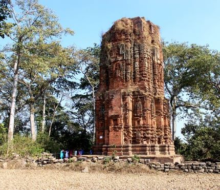One of the three Deulghata temples