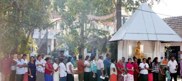 People queuing up to cast their vote during the presidential election in Sri Lanka (Courtesy: Reuters)
